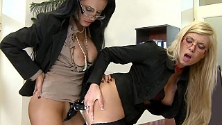 Office girl fucking each other in the ass