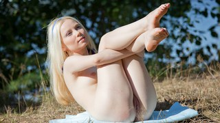 Blonde hottie Mirta fingers her cunt in HD porn art Thumbnail