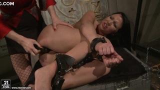 Katy Borman enjoy forcing a hot babe to blow the dildo