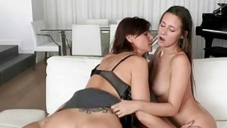 Mature Syren Demer horny threeway action