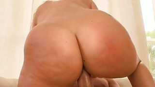 Babe with gracious curves offers her cunt for sex Thumbnail