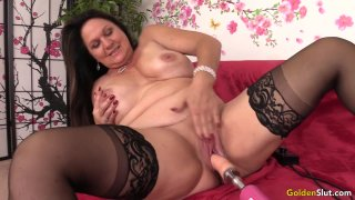 Amazing Mature Leylani Wood Spreads Her Legs for a Fucking Machine Thumbnail